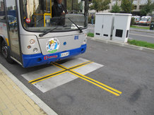 Elektrobus in Turin mit kabellosem Batterieladesystem  IPT<sup>®</sup>-Charge