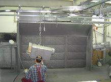 Handhängebahn mit teilweise automatisiertem Materialfluss mittels Schleppkreisförderer in einer Lackier- und Trockungsanlage