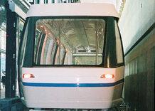 Verbindung zwischen Haupt- und Midfieldterminal im Flughafen Zürich Kloten, Schweiz (U-Bahn) - Seilgezogenes System