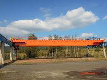 1 Brückenkran auf dem Außengelände eines Kraftwerkes