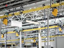 Ein Medienzuführungssystem wird in einer Montagelinie verwendet