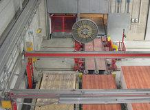 Verschiebewagen die durch Motorleitungstrommeln [MLT] angetrieben werden. Produktion von Laminaten und Spanplatten.